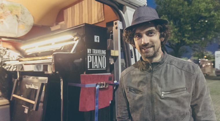 Piano Man Im Kastenwagen – Joe Reist Mit Seinem Klavier Durch Europa