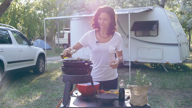 Rezepte für den Camping-Grill: Fruchtiger Salat mit Riesengarnelen und Nektarinen vom Safari Chef
